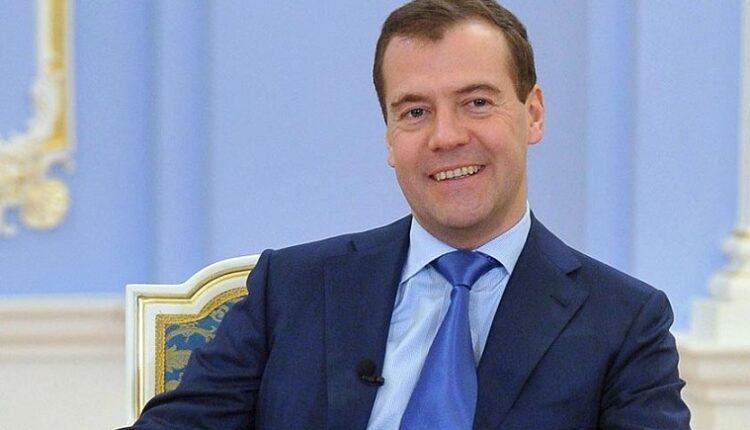 «Мы держимся, настроение хорошее»: Дмитрий Медведев дал десятое интервью