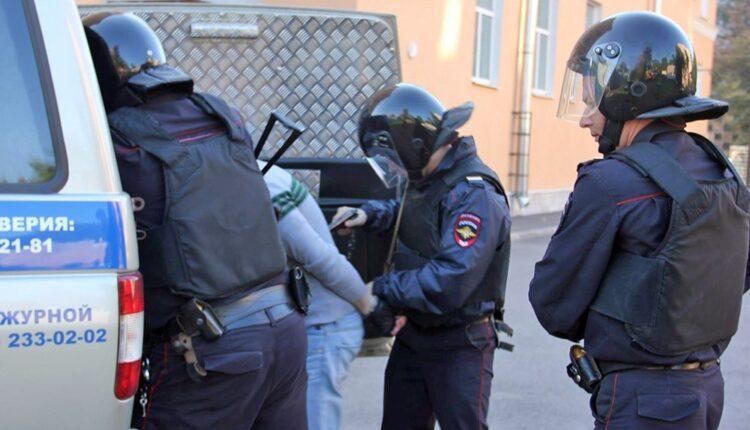 В челябинском Гайд-парке незаконно задержали вузовского преподавателя с женой. За поддержку Президента