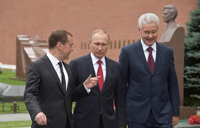 кто занял пост дмитрия медведева райффайзенбанк карта мир отзывы