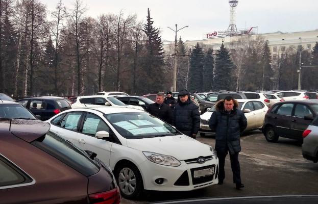 Челябинский руководитель чуть не сжег себя у здания мэрии. ВИДЕО