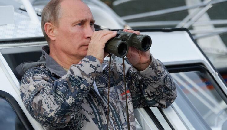 Путин смеётся над военными расходами России