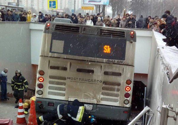 Автобус задавил людей в Москве — теракт?