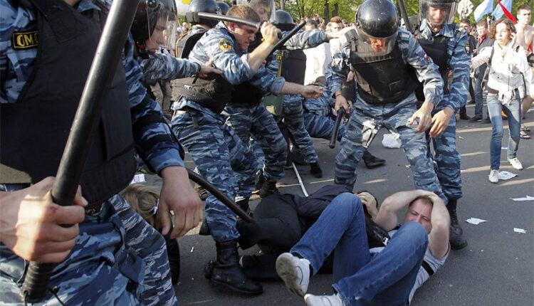 Оппозиционеры с Болотной должны МВД за дубинки, которыми их били 6 лет назад