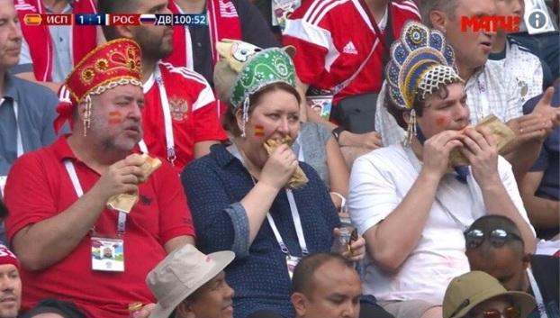 Российские кокошники «взорвали» Рунет: неожиданные герои матча «Россия – Испания». ВИДЕО