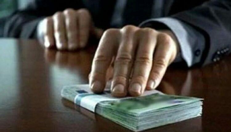 Два высокопоставленных сотрудника челябинского Росреестра попались на взятке