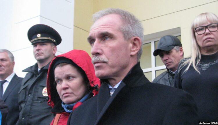 Пририсованные губернатору Ульяновской области «гитлеровские усы» привели к уголовному делу