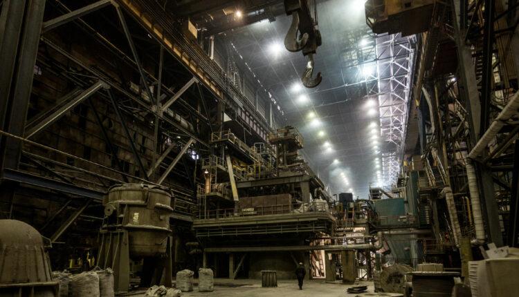 Помощник президента предложил отобрать сверхдоходы у металлургов