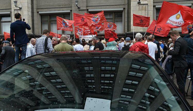 Под окнами Госдумы протестуют против пенсионной реформы