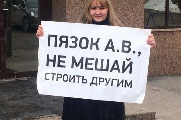 Дольщики «Речелстроя» бьют тревогу: «кинувший» их депутат вывозит свой кран со стройки