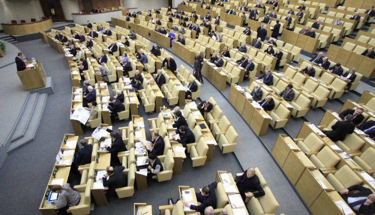 Госдума приняла закон о декриминализации репостов