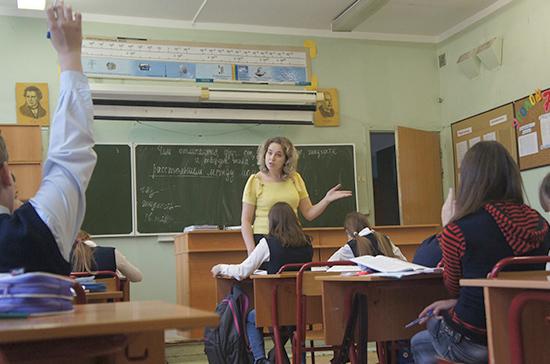 Единороссы предложили вне очереди записывать в школу детей прокуроров и судей