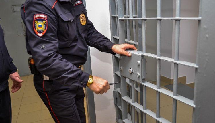 В Иркутске сотрудник МВД с друзьями надругались над женщиной прямо в отделе полиции