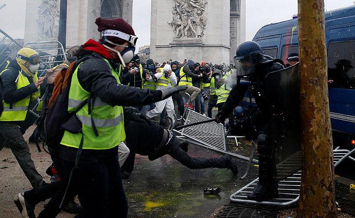 Президент Владимир Путин опасается беспорядков в России, аналогичных парижским