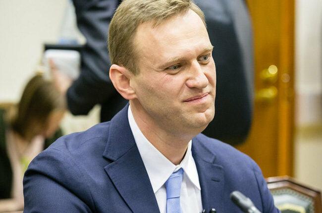 Навальный выиграл суд у приставов, незаконно закрывших ему выезд из страны