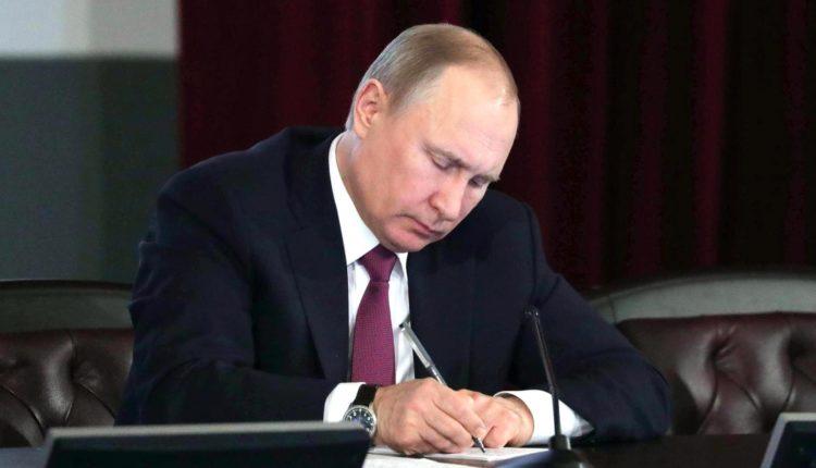 Путин завизировал закон о частичной декриминализации уголовной статьи об экстремизме