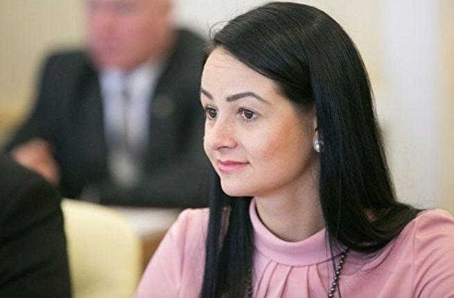 Чиновница Глацких, «не просившая рожать», вернулась на работу в прежнем статусе