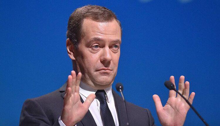 Медведев: повышение пенсионного возраста было самым трудным решением за 10 лет