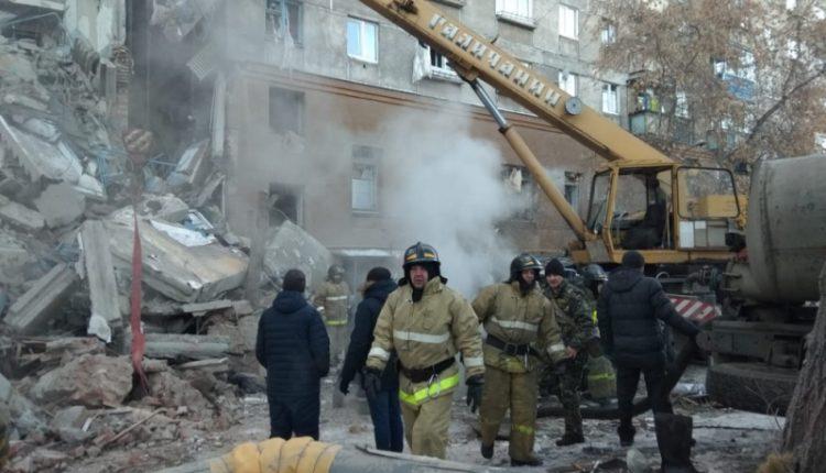 В Магнитогорске взрыв газа обрушил подъезд десятиэтажки. Более 70 человек могут быть погребены под завалами. ФОТО