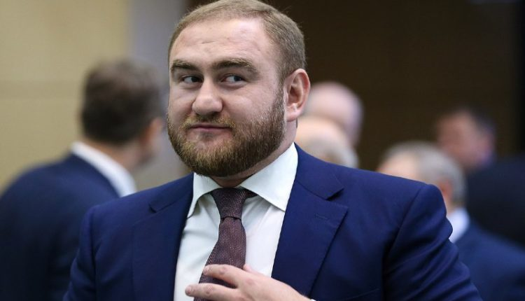 Сенатор Арашуков лишен неприкосновенности Советом Федерации и арестован прямо в зале заседаний