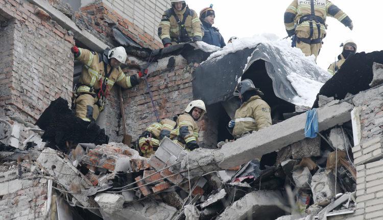 Спасатели извлекли еще один труп из-под обломков взрыва в Шахтах