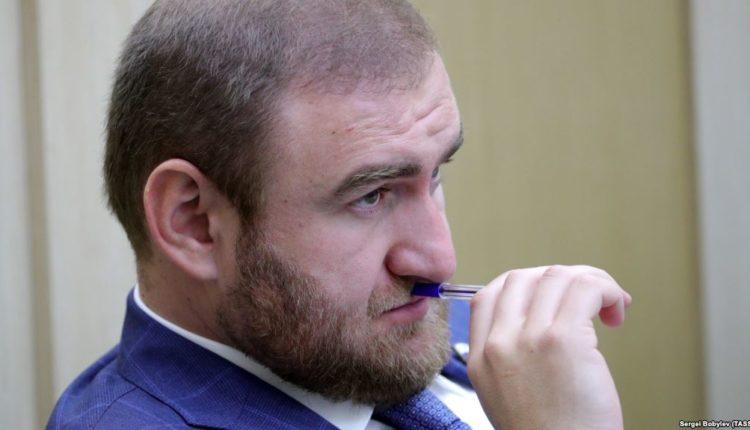 Арестованный по подозрению в убийствах сенатор Арашуков также имеет проблемы с законом в ОАЭ