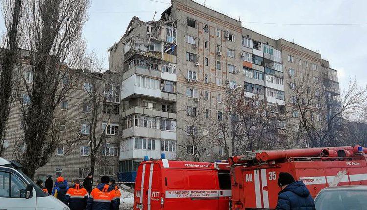 Сначала в Магнитогорске, теперь – в Шахтах. Очередной взрыв обрушил несколько этажей жилого дома. ВИДЕО