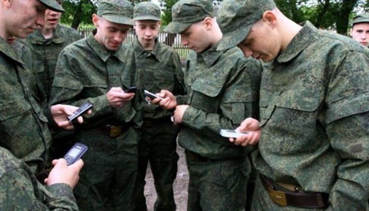 Госдума запретила военным пользоваться смартфонами и рассказывать о себе в интернете
