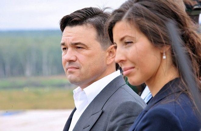 Жена подмосковного губернатора Воробьева купила «Теслу» за 14 млн рублей
