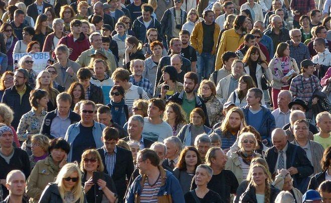 Наивность сменило прозрение: более половины россиян считают, что власти им врут
