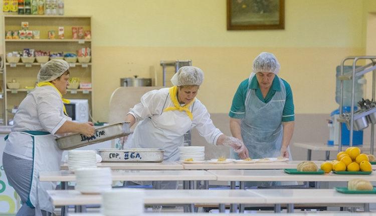 «Я вас опозорю на всю школу». В Челябинске директор отчитала школьников за кражи булочек в столовой. ЗАПИСЬ