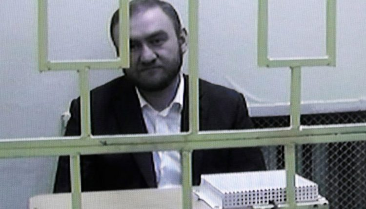 «Я же сенатор, так же нельзя!». Заключенный под стражу сенатор-убийца Арашуков пожаловался на условия содержания
