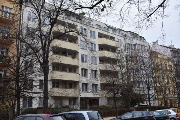 Российское посольство по-тихому наживается на сдаче в аренду предоставленных для дипработников квартир в Чехии