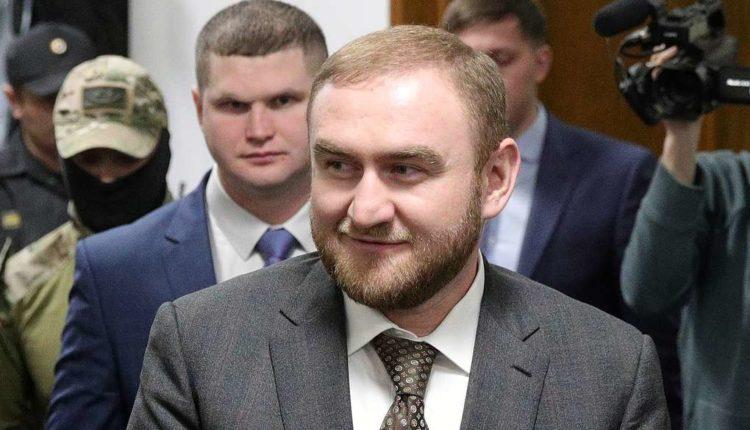 Арестованный Арашуков через суд пытается вернуть себе статус сенатора