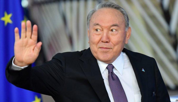 Президент Казахстана Нурсултан Назарбаев объявил о сложении полномочий