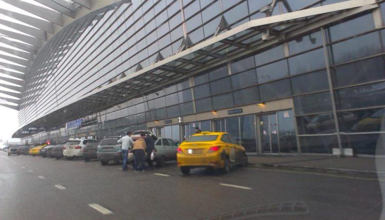 Посадка и высадка пассажиров во Внуково теперь обойдется в 3 тысячи рублей