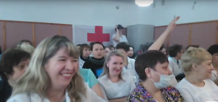 Сотрудники роддома в Башкирии посмеялись над отчетом главврача об их «огромных» заработках. ВИДЕО
