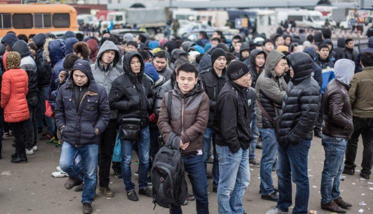 Глава Якутии после антимигрантских протестов запретил принимать на работу иностранцев