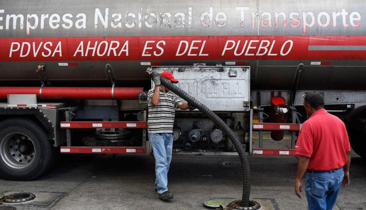 «Роснефть» помогает Венесуэле продавать нефть в обход санкций