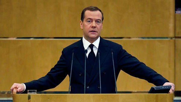 Медведев признал, что россияне переплачивают за услуги ЖКХ