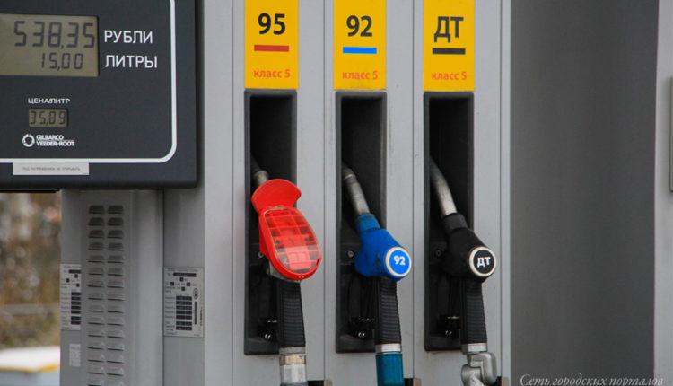 Заморозку цен на бензин в России продлят до середины лета