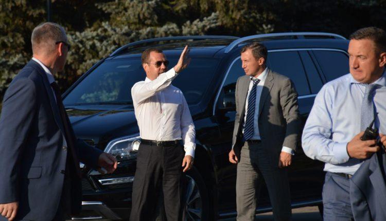 Начальник охраны Медведева владеет особняком в подмосковном поселке, стоимость которого превышает миллиард рублей. ВИДЕО