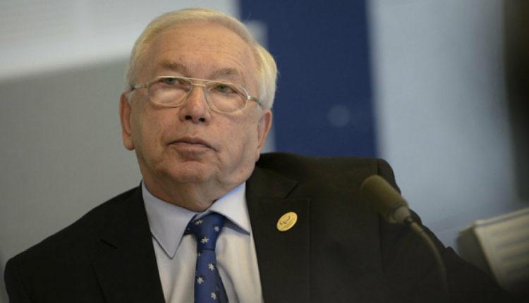 По давлением общественности сенатор Лукин отозвал свой законопроект, ограничивающий право на съемку в избирательных комиссиях