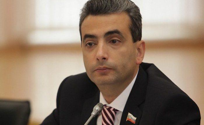 Депутат Шлосберг предложил ввести штраф до миллиона рублей за «неуважение власти к народу»