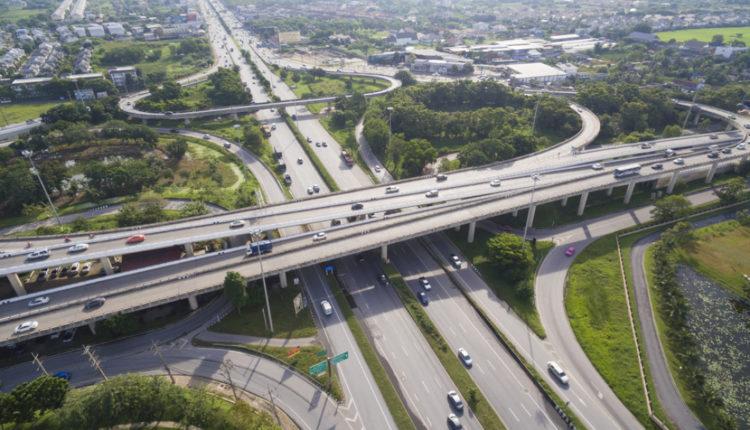 В России предложили ввести плату за проезд перекрестков