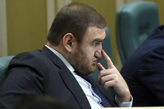 Обвиняемый в убийствах Рауф Арашуков может быть лишен статуса сенатора из-за непредоставленной декларации о доходах