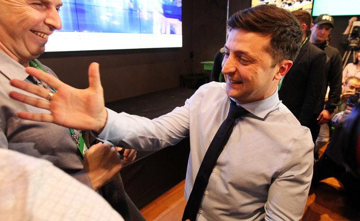 После подсчета половины протоколов Зеленский лидирует в первом туре выборов президента Украины