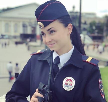 Сотруднице конной полиции объявили взыскание за то, что она назвала Путина «царем» в своем Instagram