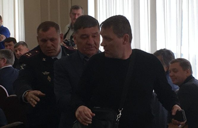 Активист НОДа побузил на аппаратном совещании в челябинской мэрии