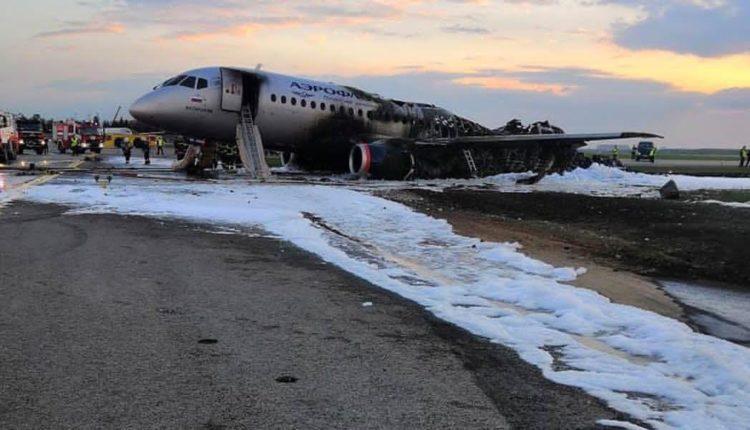 41 человек погиб в результате катастрофы самолета SSJ 100 в Шереметьево. ВИДЕО