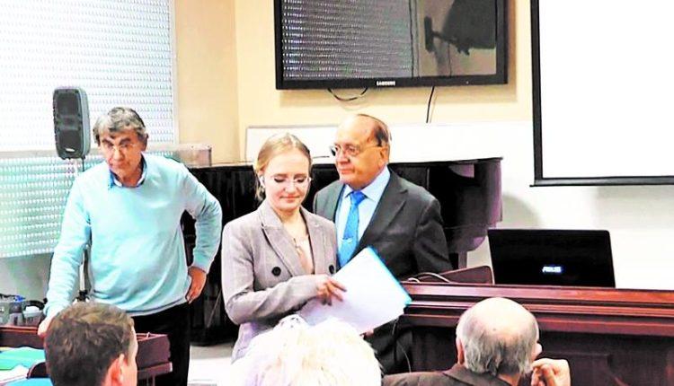 Дочь Путина, будучи востоковедом, защитила кандидатскую по физико-математическим наукам с наушниками в ушах